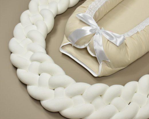 4 flettet sengekant i hvit.